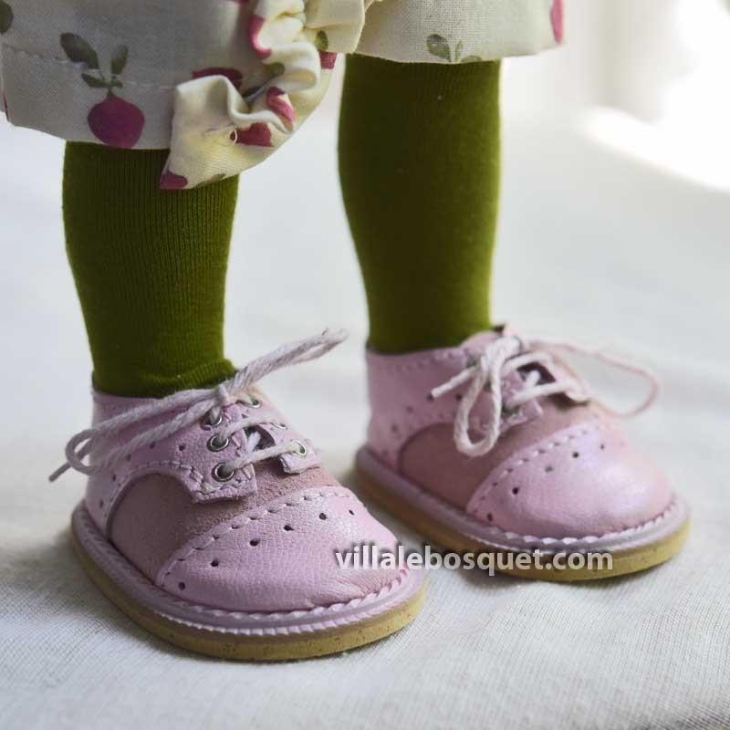 Les belles chaussures pour poupées Wagner.