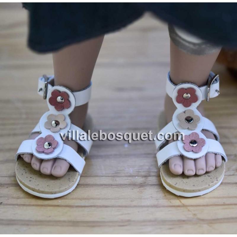 Les belles chaussures wagner en cuir pour les poupées sont sur notre site villalebosquet.com