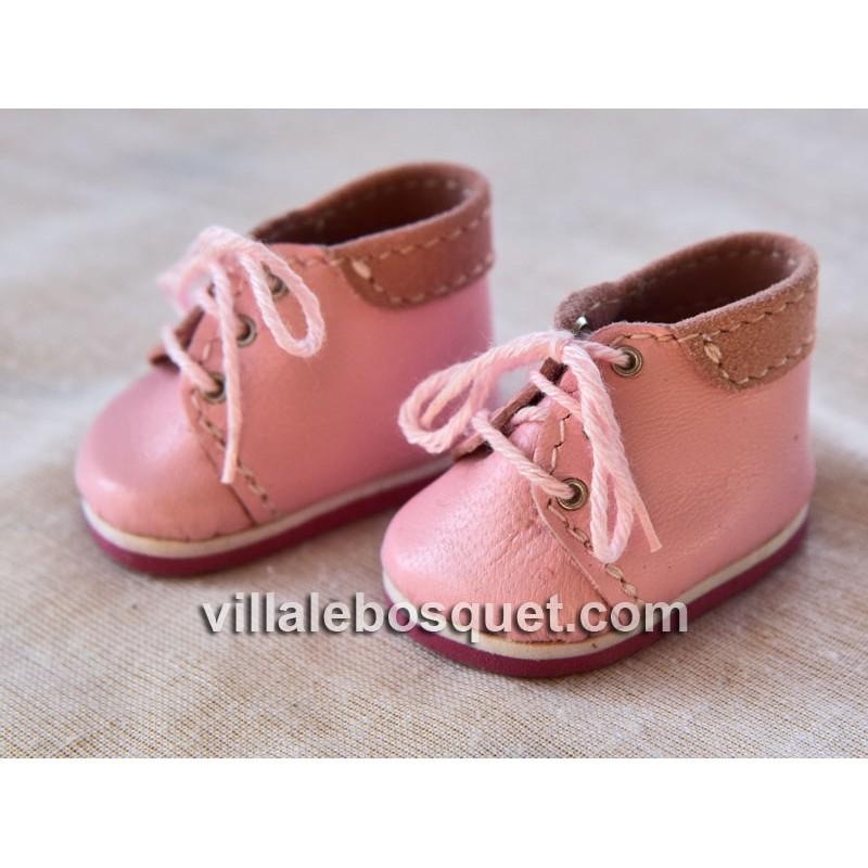 Les belles chaussures de poupées Wagner de cuir véritable