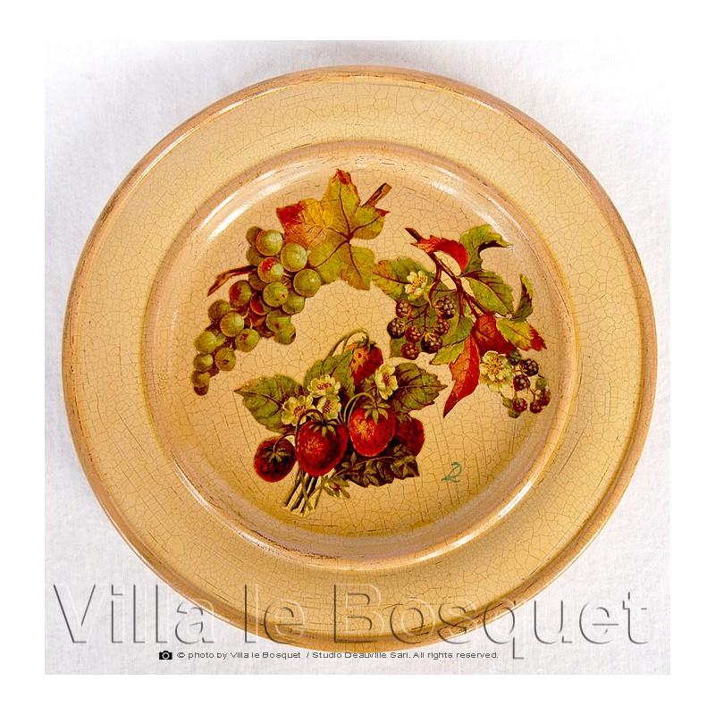 Deco maison assiette fraises objet de d coration en bois for Objet de decoration maison