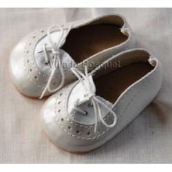 CHAUSSURES DE POUPEE WAGNER ARGENTEES A LACET - chaussures de poupée à jouer fabriquées en Allemagne