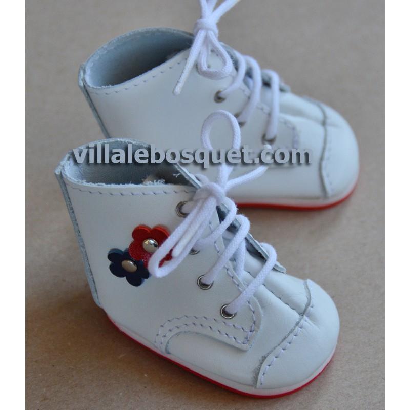 BOTTILLONS WAGNER EN CUIR BLANC AVEC FLEURS - chaussures de poupées