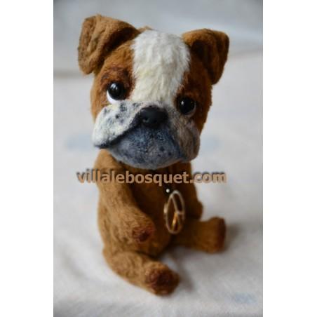 Petits animaux en peluche, surtout des chiens, créations artistiques de Corrie, en exclusivité sur notre site!