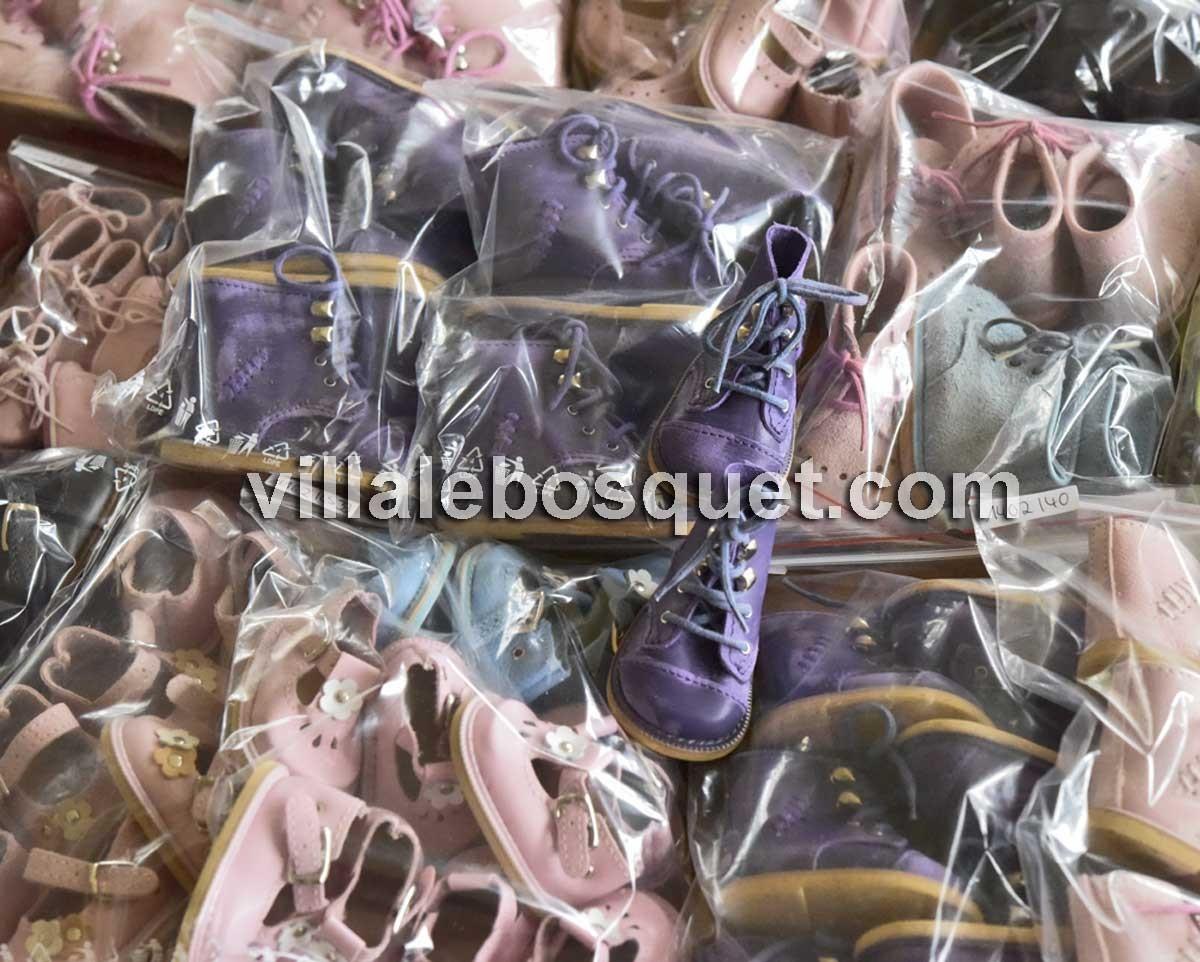 Les belles chaussures pour poupées faites main par l'entreprise familiale Wagner an Allemagne, à découvrir!